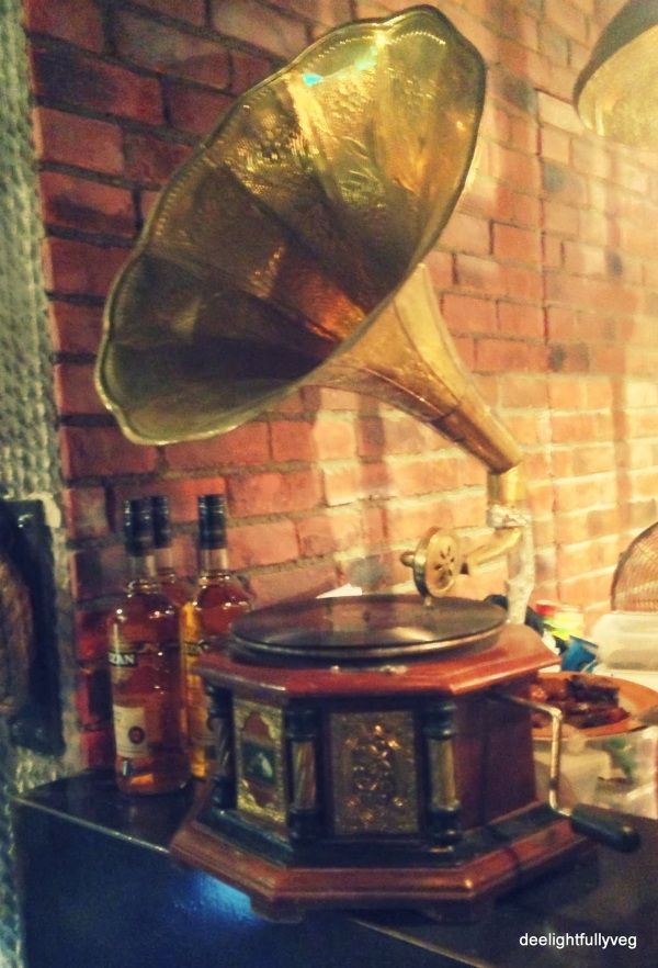 Snd phonograph decor