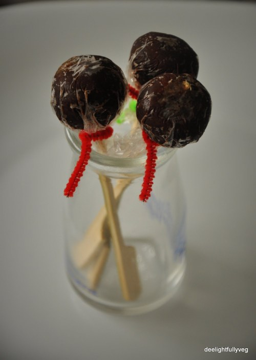 Chocolate and date lollipops