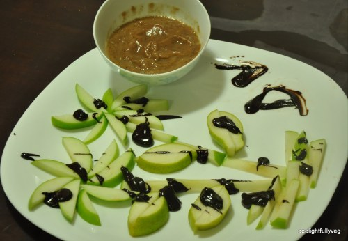 Green apples and pears with date caramel sauce