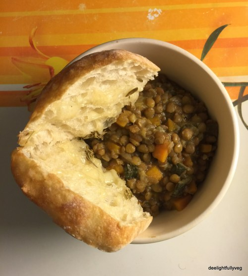 Puy lentils stew with ciabatta bread